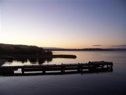 Le lac Rotorua au soir