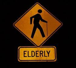 Panneau attention aux vieux