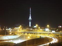 La skytower de nuit