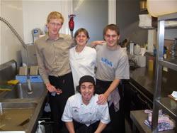 Le staff du Belgian pub à Auckland